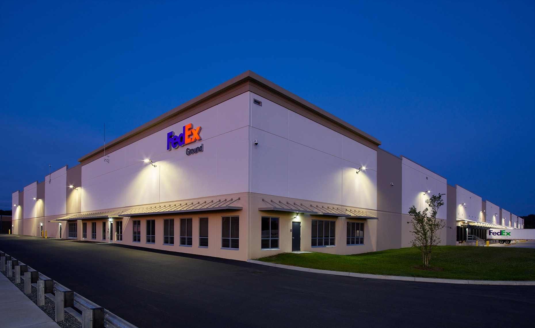 Exterior Architectural Photograph  of Fed_Ex-Seekonk-CF003112-1-IP
